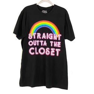 """Pride """"Straight out of the Closet"""" Graphic T Large"""